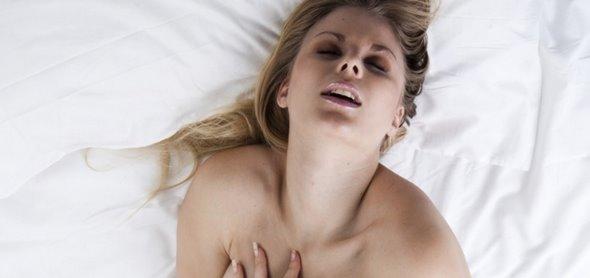 mulher chegando ao orgasmo